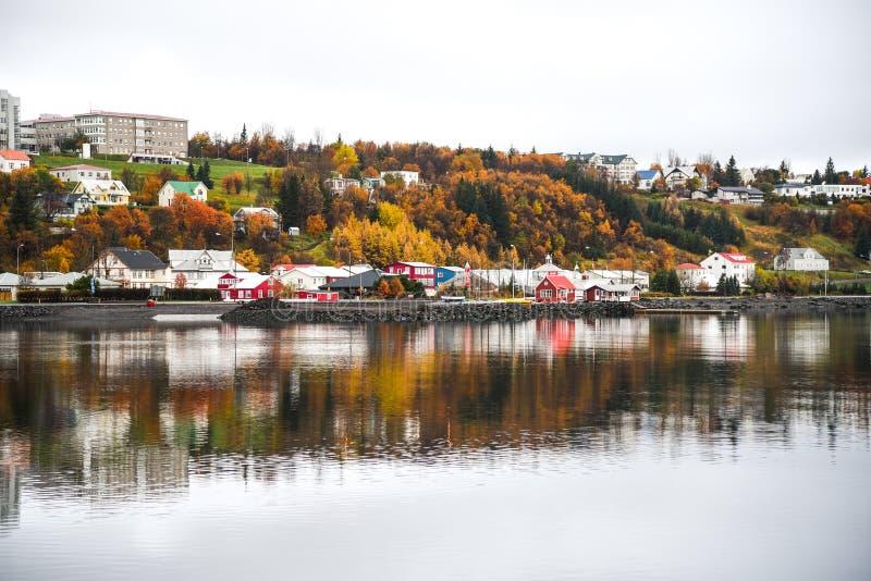 Akureyri im Herbst von Island lizenzfreies stockfoto