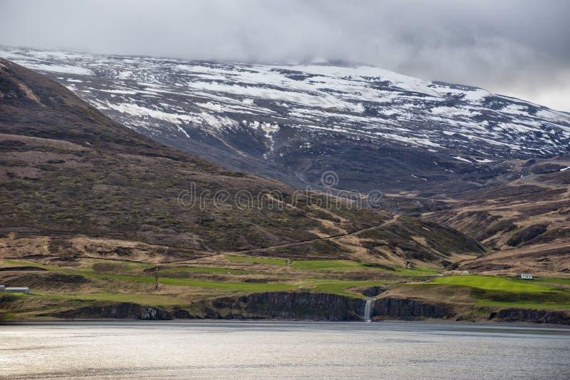 Akureyri Island kust- sikt royaltyfri fotografi