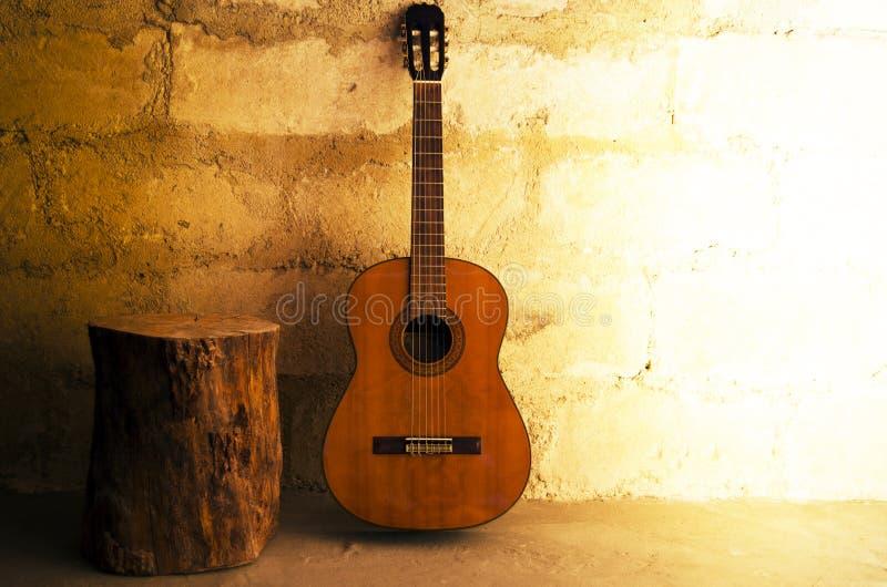 Akustikgitarrehintergrund lizenzfreie stockfotos