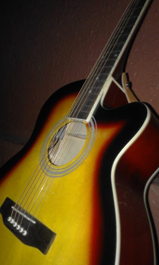 Akustische wirkliche Musikharmonien der Gitarre stockfotografie