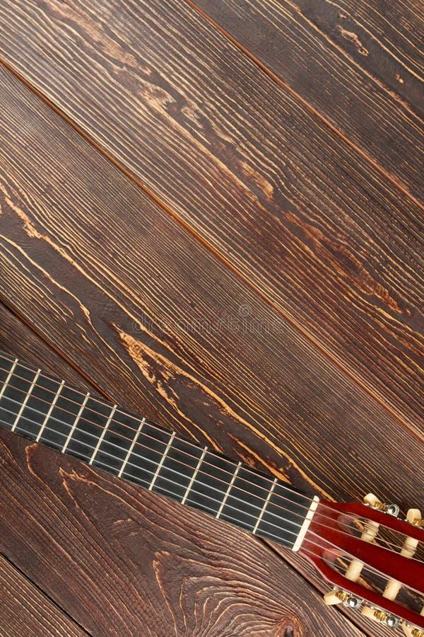 Akustischer klassischer Gitarrenkopf und Kopienraum stockfotografie