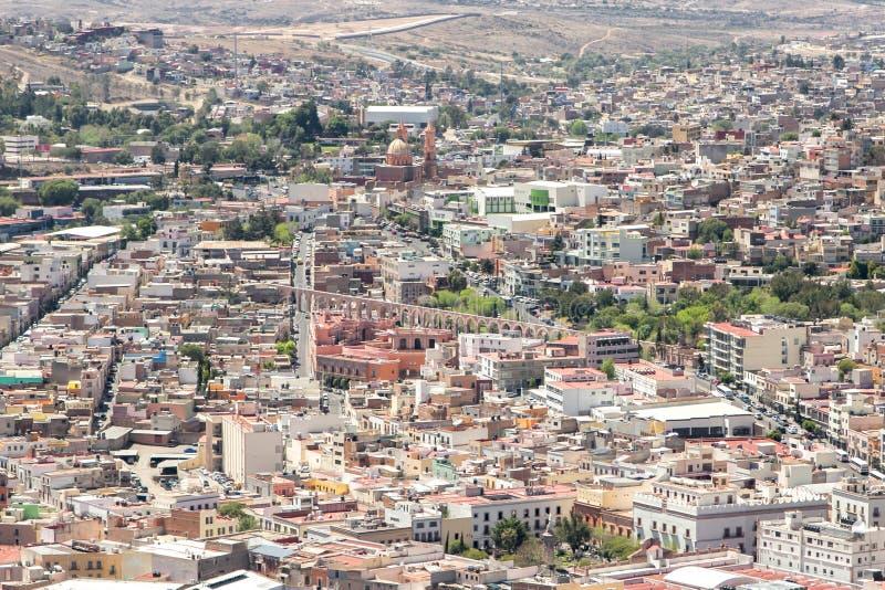 Akvedukt och cityscape av Zacatecas Mexico arkivfoton