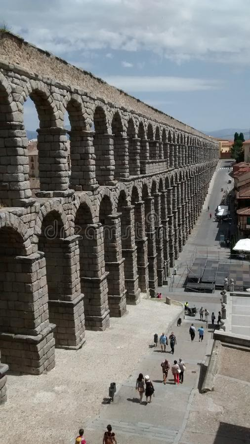 Akvedukten av Segovia lokaliserade i Madrid arkivfoto