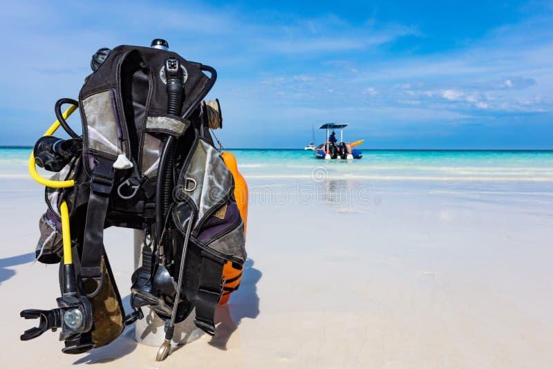 Akwalung Nurkowej przekładni wyposażenia Kendwa plaża Unguja Zanzibar Tanzania Afryka zdjęcie royalty free