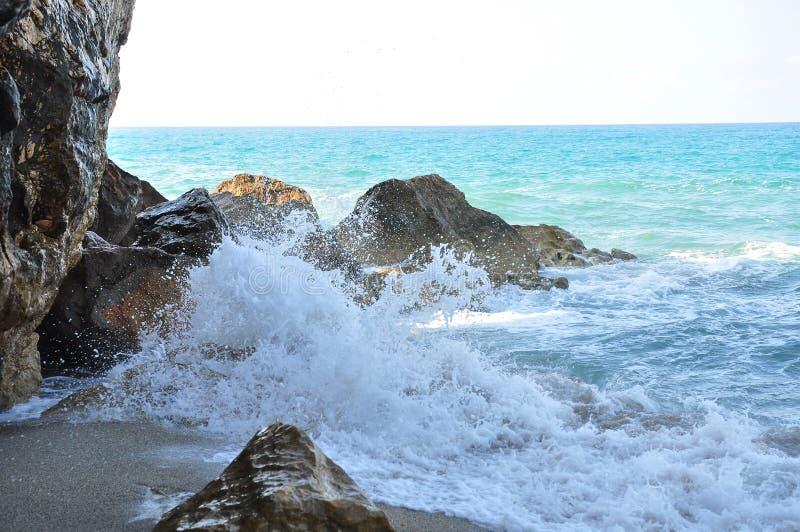 Alésage de marée La mer Méditerranée images stock