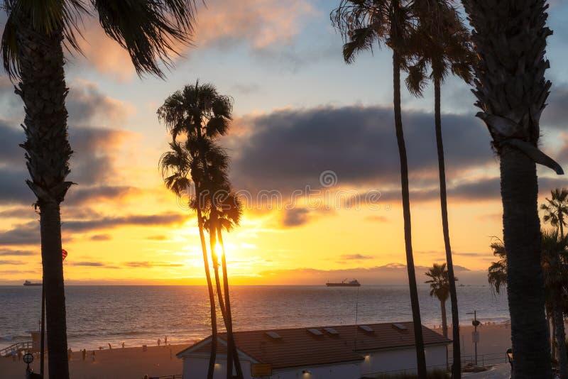 Ηλιοβασίλεμα στην παραλία Καλιφόρνιας στοκ φωτογραφία