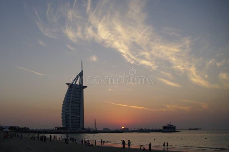 Al Араб на заходе солнца, Дубай Burj, UEA стоковое изображение rf