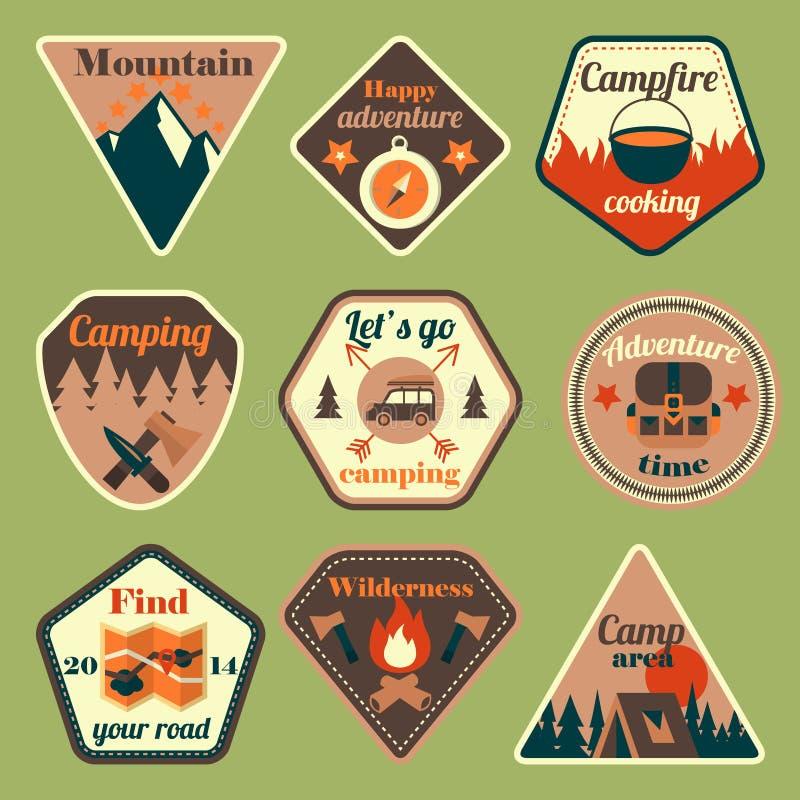Al aire libre insignias planas que acampan del turismo fijadas libre illustration