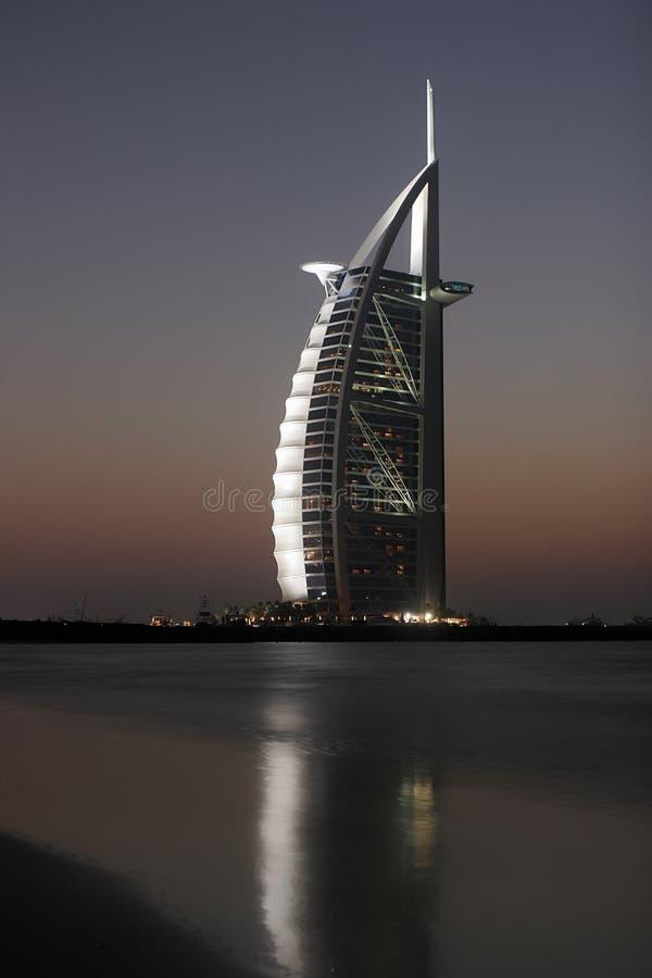Al Arabier van Burj bij zonsondergang stock afbeeldingen