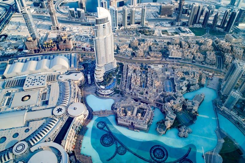 Al Bahar και στο κέντρο της πόλης Ντουμπάι παζαριών με τη λεωφόρο και το ξενοδοχείο αγορών η διεύθυνση κεντρικός στοκ εικόνες