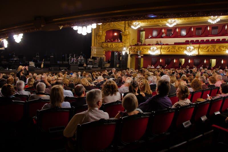 Download Al Bano Im Konzert Am Liceu Theater In Barcelona Redaktionelles Stockfotografie - Bild von publikum, audio: 27732637