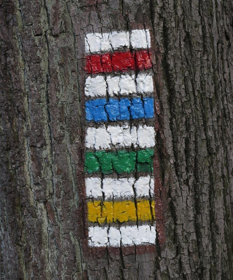 Al die kleur van toeristentekens voor het merken van toeristenroutes worden gebruikt stock afbeeldingen