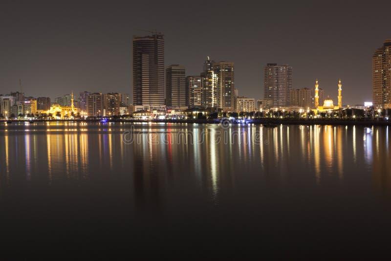 Al e Al Noor Madzhaz sulla costa Khalid Lagoon Sharjah Gli Emirati Arabi Uniti immagini stock
