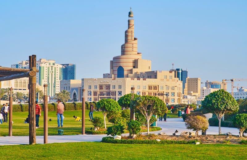 Al Fanar Mosque achter het groen van park, Doha, Qatar stock afbeeldingen