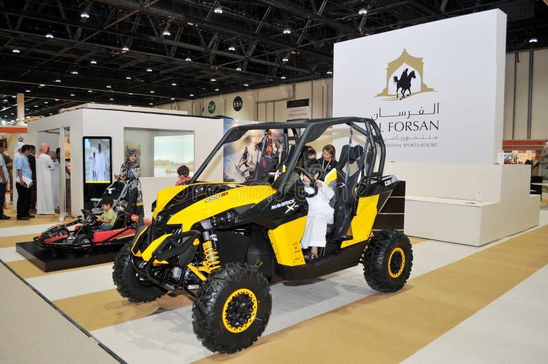 Al Forsan在阿布扎比国际狩猎和骑马陈列(ADIHEX)的沙漠车 免版税库存图片