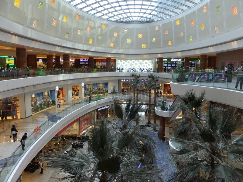 Al Ghurair City Shopping Mall em Dubai foto de stock