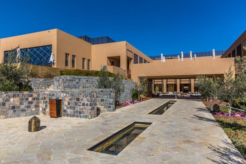 Al Jabal, Omán - 15 de febrero de 2018 - el hotel único de Anantara en Al Jabal, horus tres de Mascat, capital de Omán en un día  fotos de archivo libres de regalías