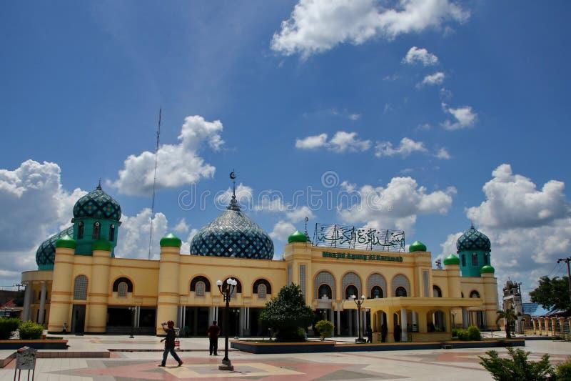 Al Karomah Great Mosque el lugar de culto principal para los musulmanes en la ciudad de Banjarbaru foto de archivo libre de regalías