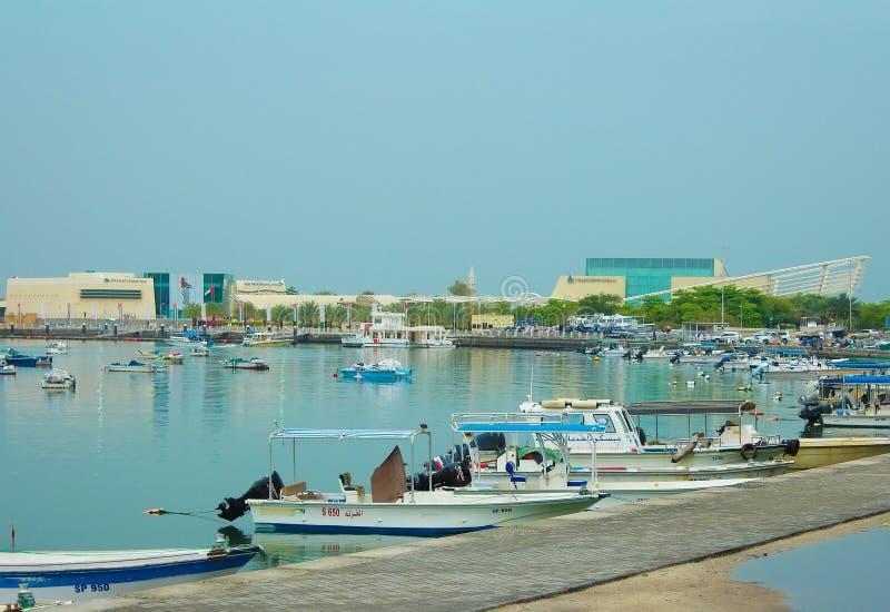 Al Khan Lagoon, acquario di Sharjah e museo marittimo di Sharjah Gli Emirati Arabi Uniti immagine stock libera da diritti