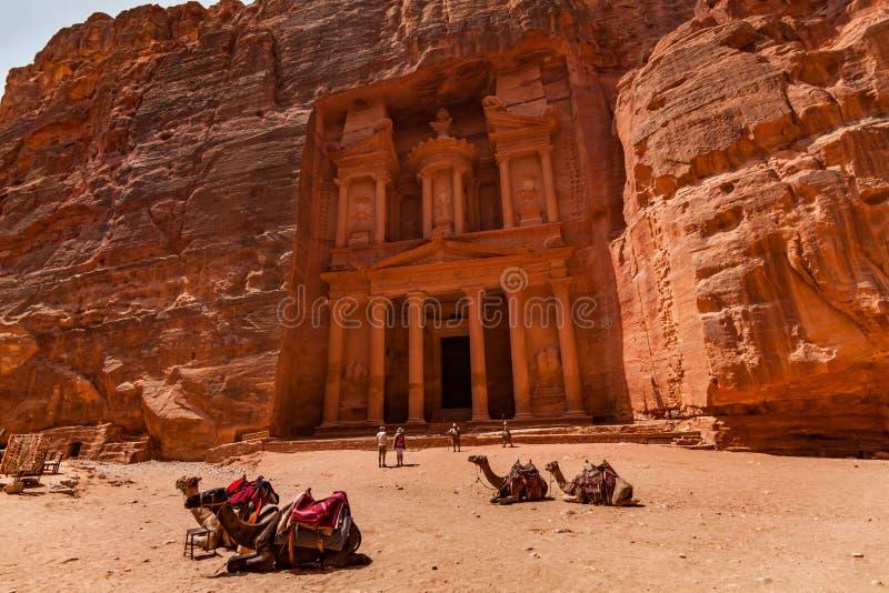 Al Khazneh - il Ministero del Tesoro, città antica di PETRA, Giordania fotografia stock libera da diritti
