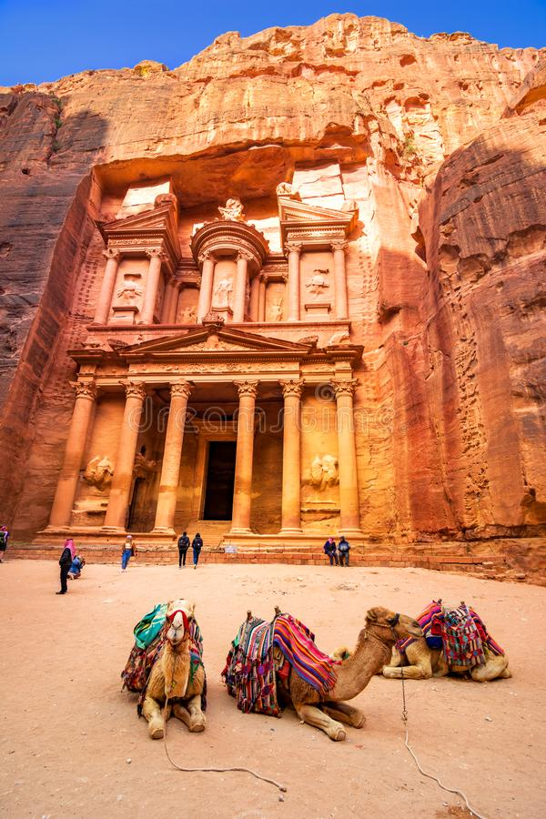 Al Khazneh - il tempio di Ministero del Tesoro, città antica di PETRA, Giordania immagine stock libera da diritti