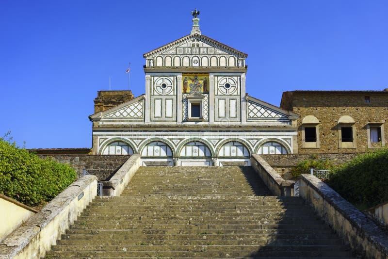 Al Monte San Miniato базилики в Флоренсе или Firenze, церков внутри стоковое фото rf
