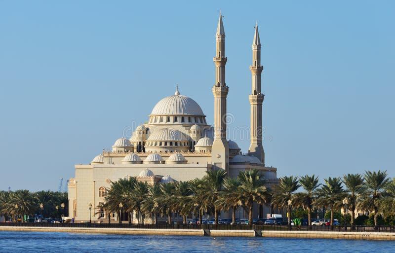 Al Noor moské i Sharjah från Khalid sjösida arkivbilder