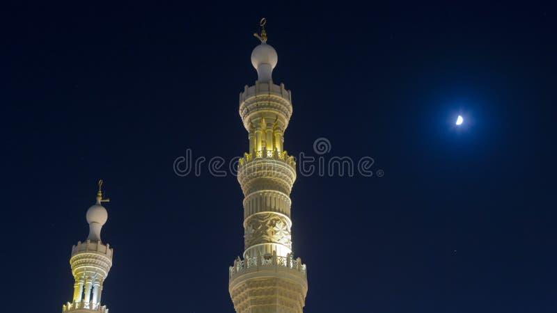 Al Noor Mosque i Sharjah på natttimelapsehyperlapse förenade arabiska emirates arkivbild