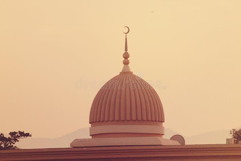 Al Noor Mosque Tomb i Sharjah på natten förenade arabiska emirates arkivbilder