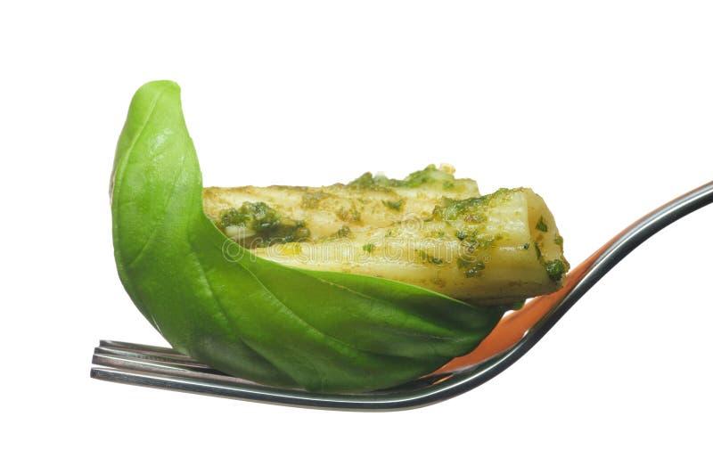 Al Pesto de pâtes et basilic image stock