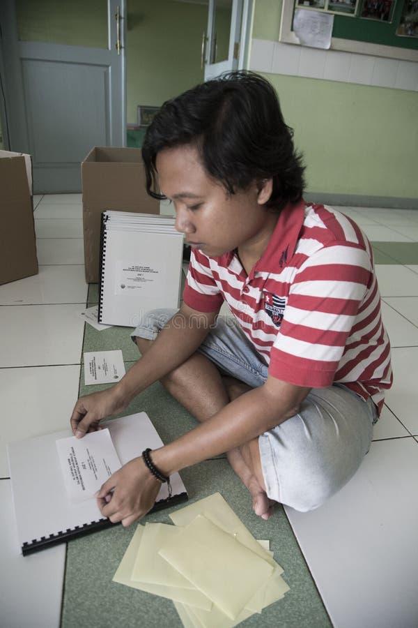 Al Quran Braille Maker en Indonésie photo libre de droits