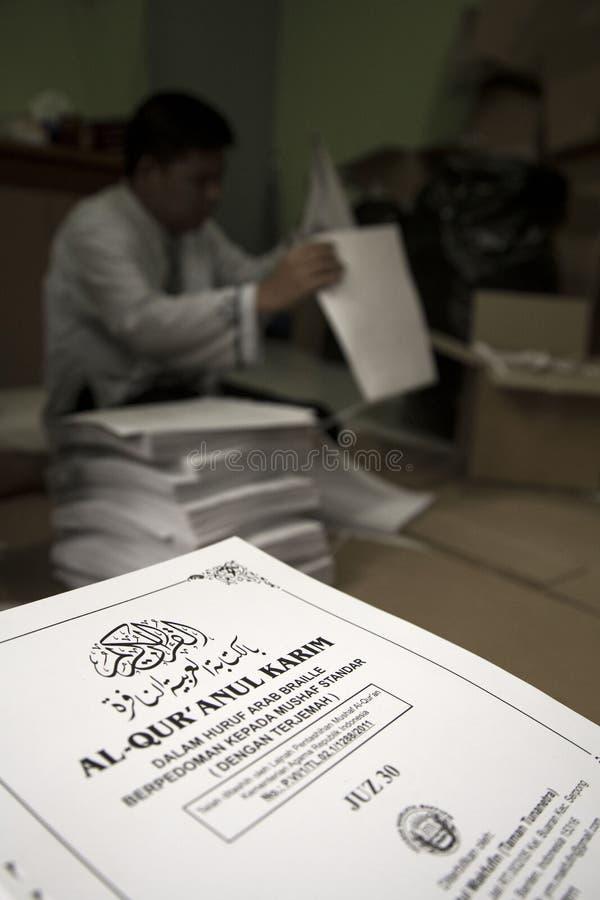 Al Quran Braille Maker en Indonesia imagen de archivo libre de regalías