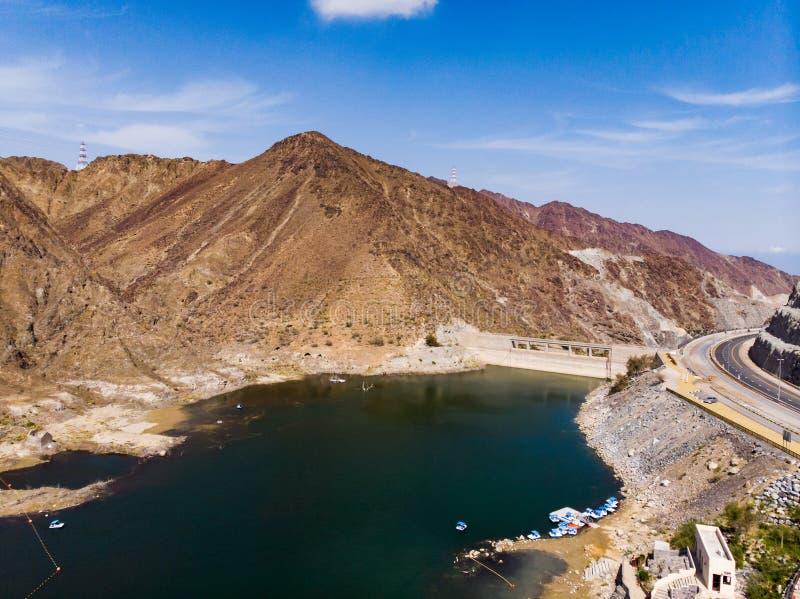 Al Rafisah水坝在Khor Fakkan在阿拉伯联合酋长国 免版税库存照片