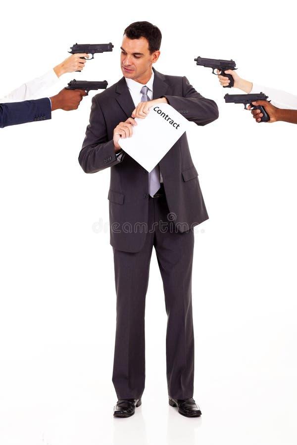 Al romper el contrato foto de archivo