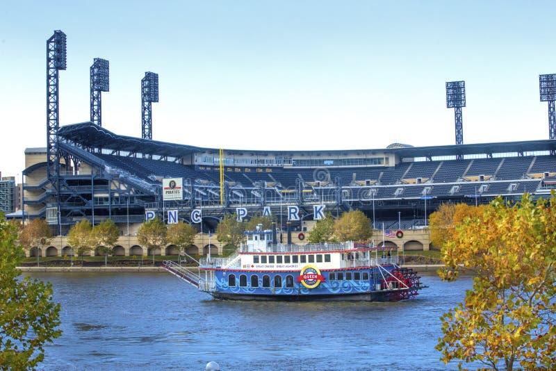 Al staal 3 Rivierenkoningin riverboat bij PNC-Park, Pittsburgh stock afbeelding