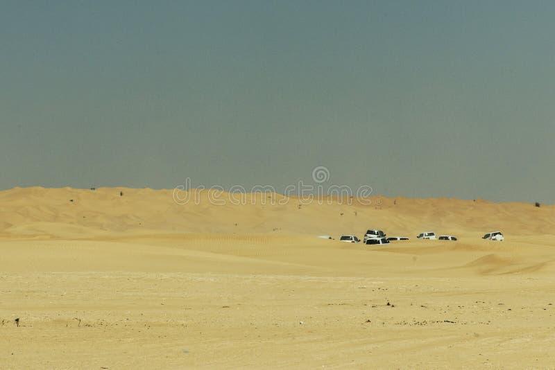 Al tradicional Khali 4 de la frotación del desierto de Omán Ubar de los turistas de Safari Dune Bashing de los jeeps fotos de archivo