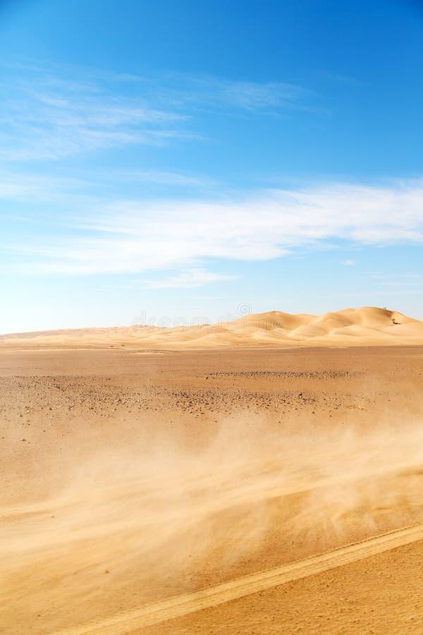 in al van de de woestijnoneffenheid van Oman oude khali de stofstorm royalty-vrije stock afbeelding