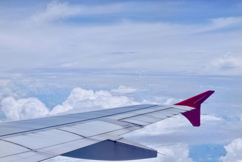 Ala de un aeroplano fotografía de archivo