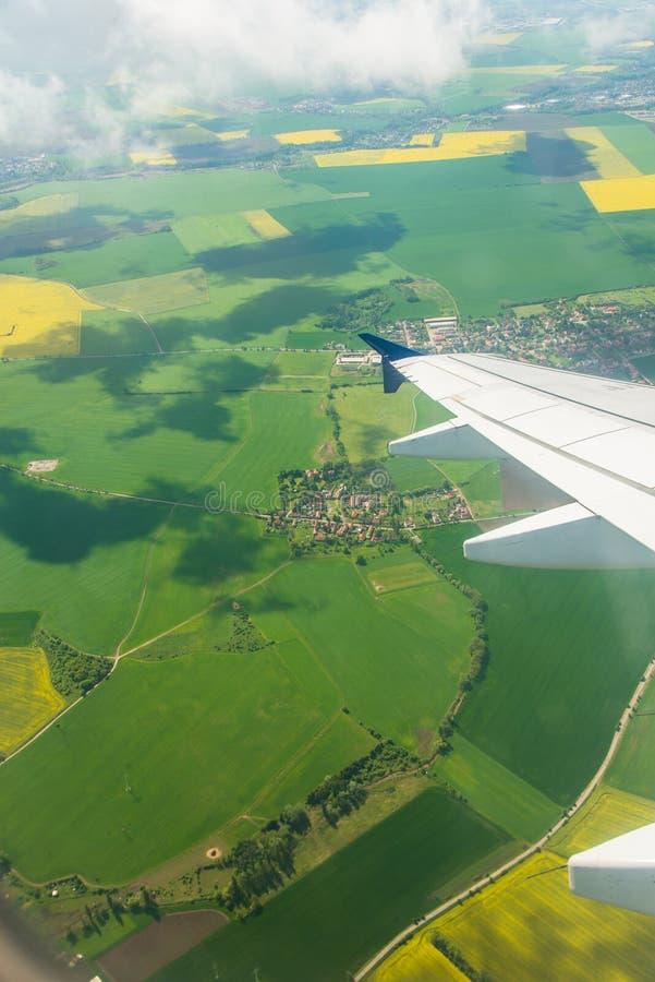 Download Ala Del Aeroplano Hacia Fuera Foto de archivo - Imagen de atmósfera, nube: 41912742