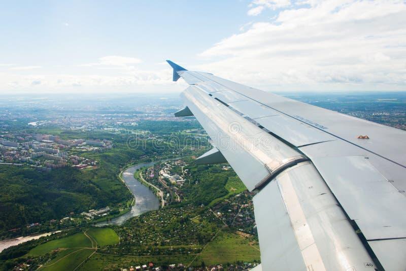 Download Ala Del Aeroplano Hacia Fuera Foto de archivo - Imagen de aeroplano, rayos: 41912774