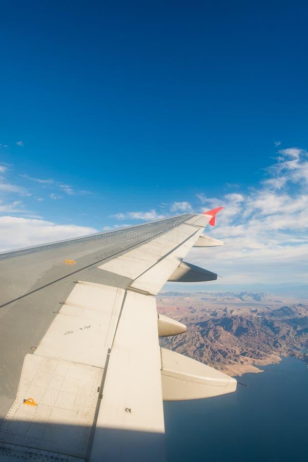 Download Ala Del Aeroplano Hacia Fuera Foto de archivo - Imagen de aéreo, tierra: 41915756