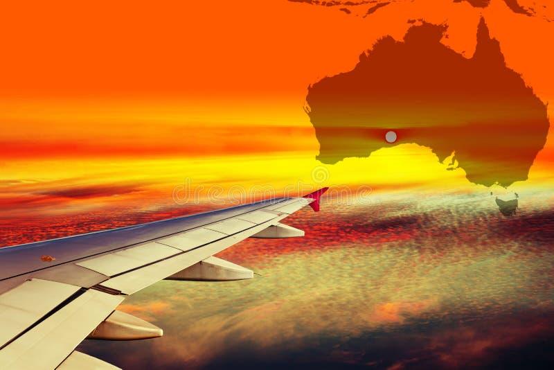 Ala del avión en la puesta del sol imágenes de archivo libres de regalías