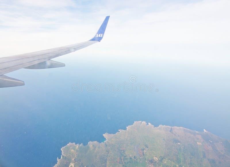 Ala escandinava de las líneas aéreas sobre Menorca foto de archivo libre de regalías