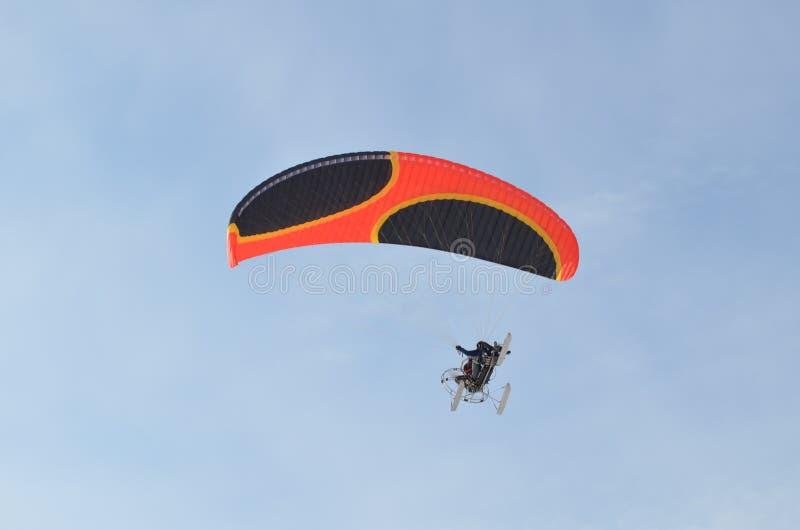 Ala flexible en el cielo foto de archivo libre de regalías