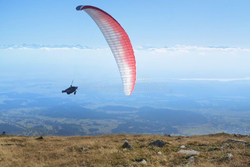 Ala flexible en Mid Air, montañas de Tatra fotografía de archivo libre de regalías