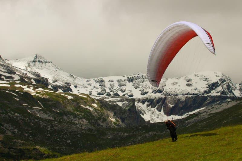 Ala flexible lista para el despegue Lenzerheide Suiza fotografía de archivo libre de regalías