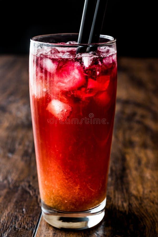 Alabama-Gefängnis-Cocktail mit schwarzem Stroh lizenzfreie stockfotos
