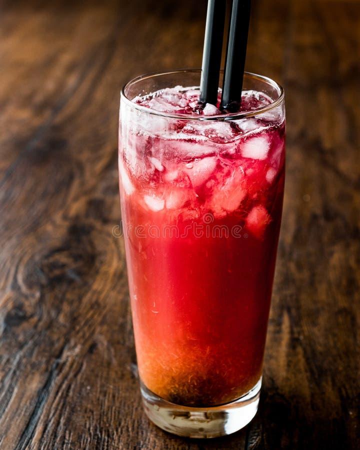 Alabama-Gefängnis-Cocktail mit schwarzem Stroh lizenzfreies stockfoto