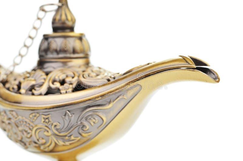 Aladdin λαμπτήρας που απομονώνεται μαγικός στο λευκό στοκ εικόνα