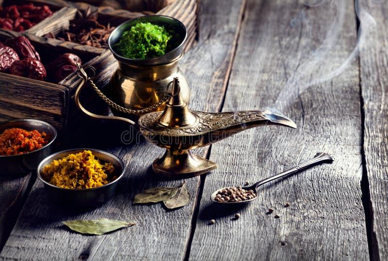 Aladdin pikantność i lampa zdjęcie stock